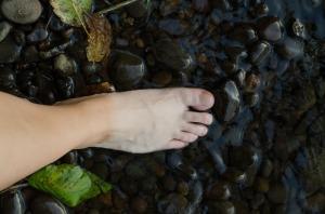 barefoot-3348614_1920